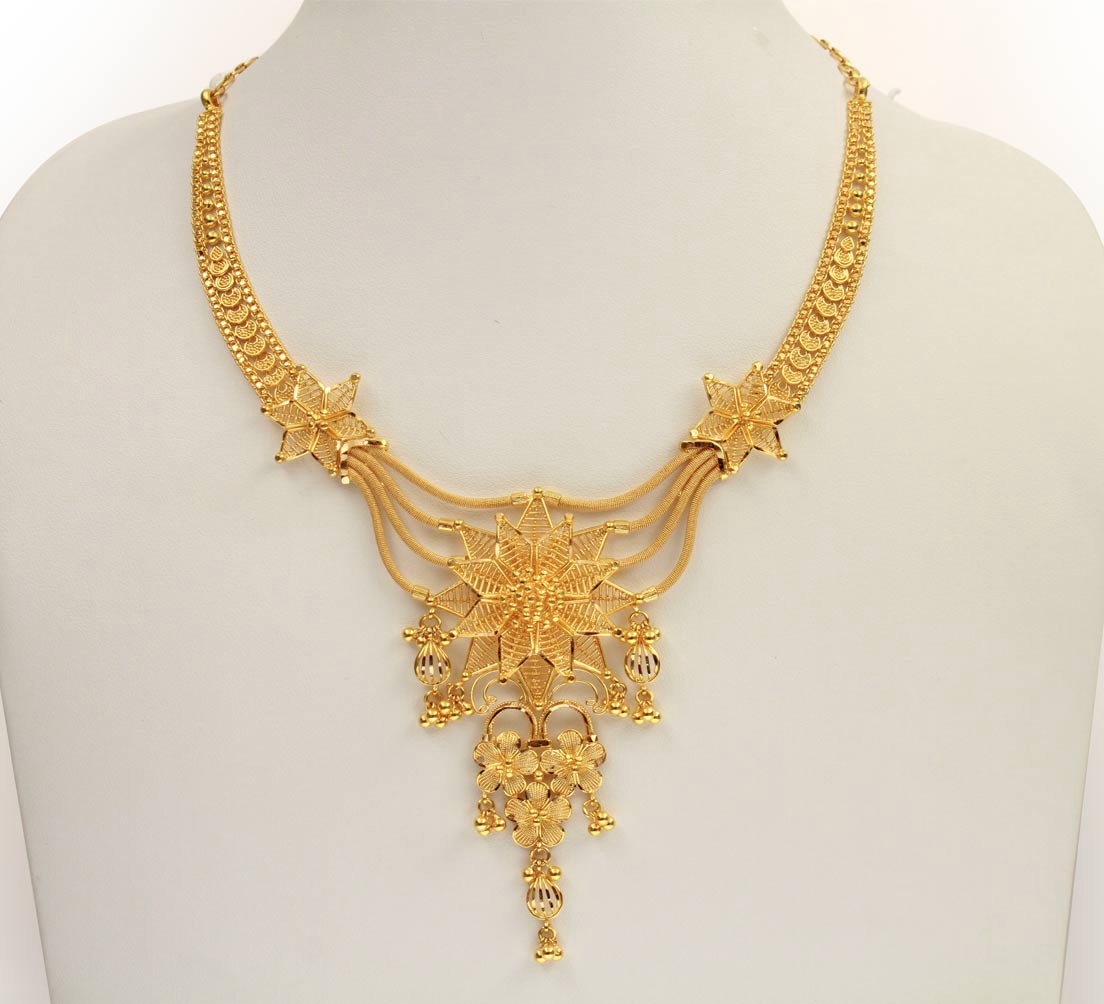 Indian Gold Necklaces Images Pictures - Becuo Gold all over neck Photos of gold necklace